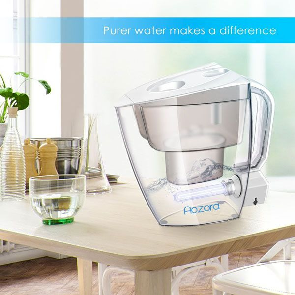 Water Filter Pitcher with UV Disinfection Light