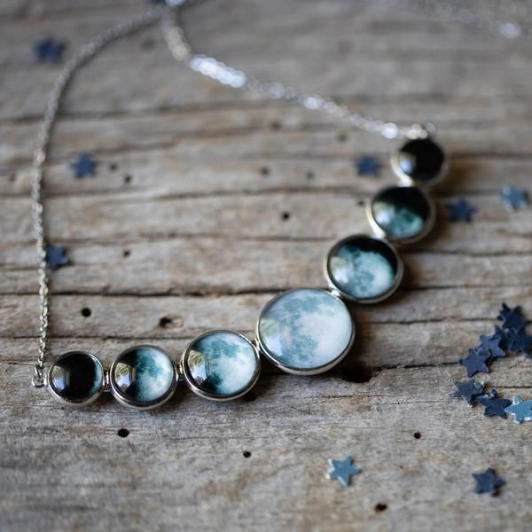 Varying Sized Curved Moon Phase Necklace in Silver