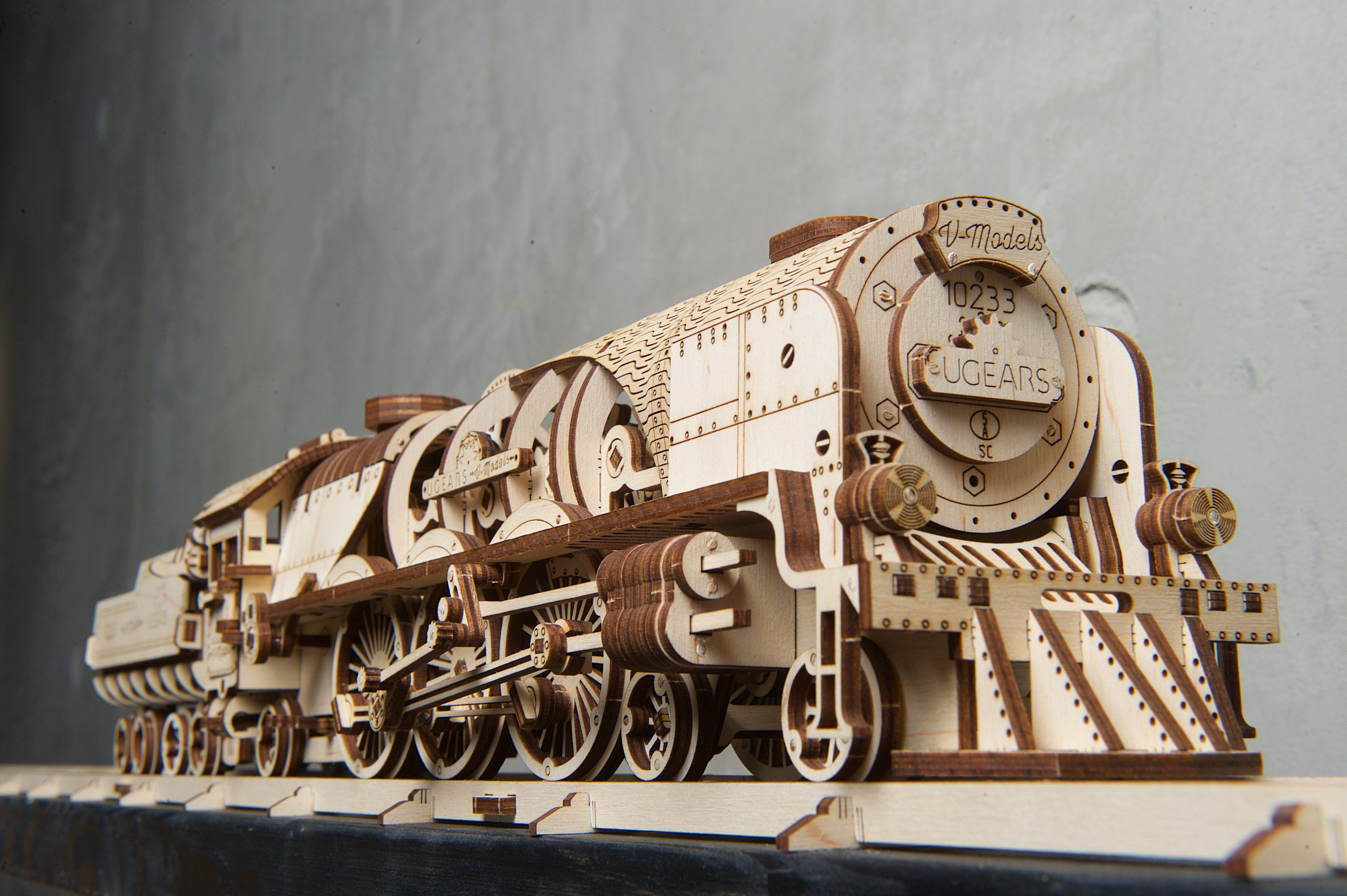 UGears V-Express Steam Train with Tender Take You to Victorian Age